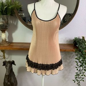 2b Rych Blush Pleated Tank with Black Lace Size L